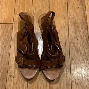 Wood and leather sandal